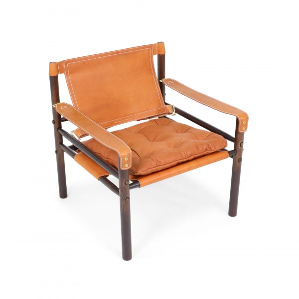 Sirocco chair by Norell Furniture. Design Arne Norell. Upholstery leather 8695 wild nature, support leather 97460 shoulder whiskey, Dark Brown wood stain (1323).