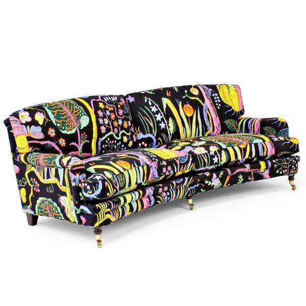 """Julia svängd soffa. Design: Norell Möbel. Tyg: """"Hawaii"""" Svenskt Tenn, Josef Frank."""