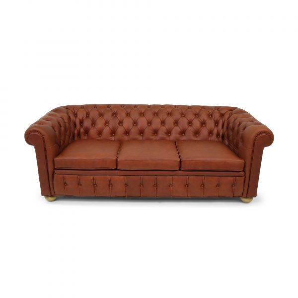 chesterfield sofa by www.norellfurniture.com Sweden